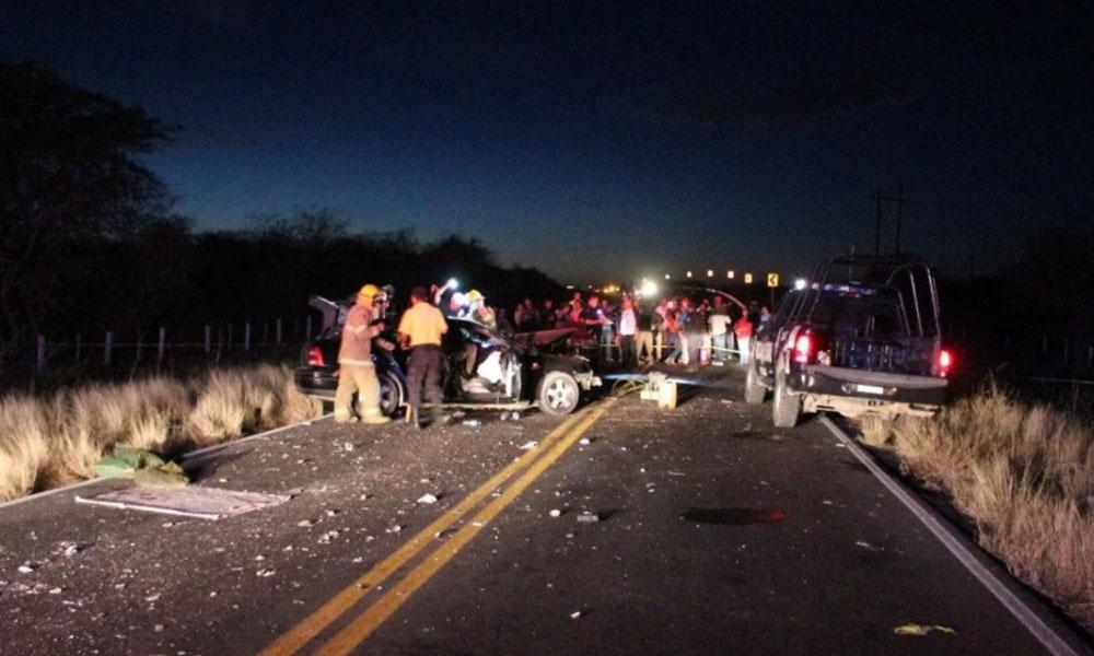 Fuerte choque en carretera acaba con la vida de dos amigas; siete heridos