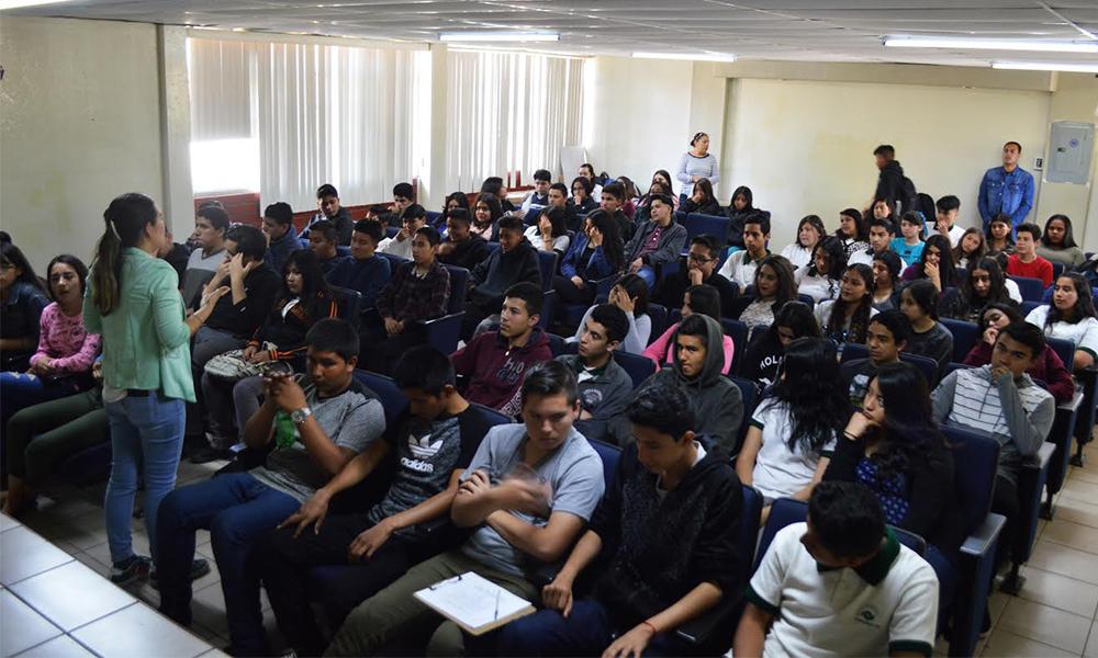 """Presentan Lecturas en atril; de la obra """"Los Fantasmas de Douglas"""" en CONALEP Plantel Tecate"""