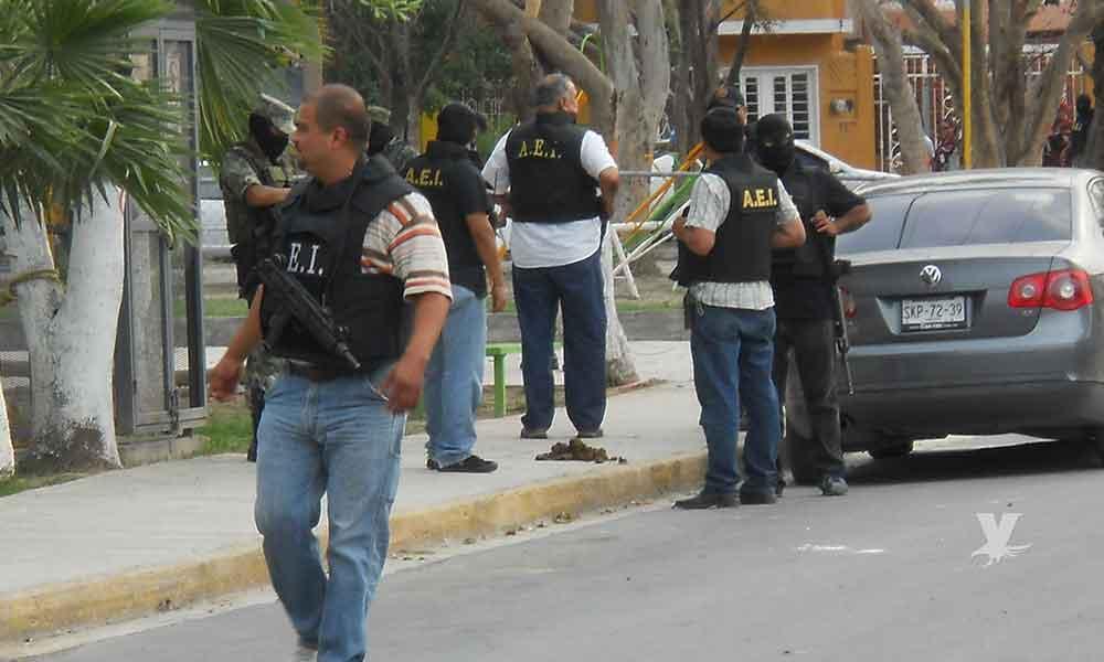 Policía Ministerial es asesinado a balazos sobre su carro afuera de su casa