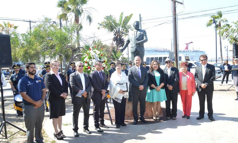 Celebran Día del Maestro con reconocimientos en Ensenada