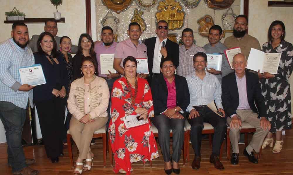 Certifican a sectores restauranteros de Tecate para atender a personas con discapacidad visual