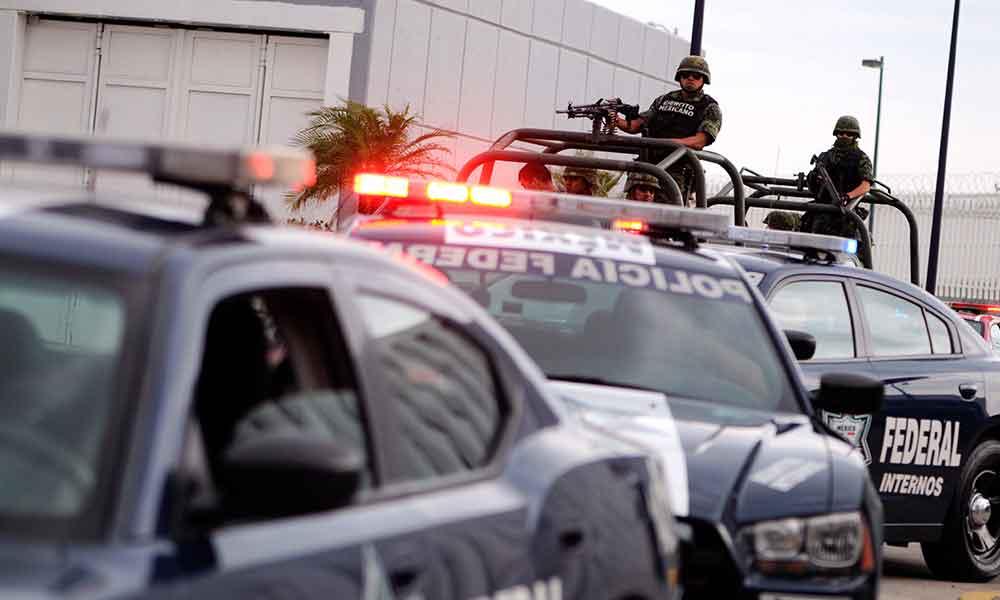 """Policía Federal asegura millonario cargamento de """"crystal"""" en La Rumorosa"""