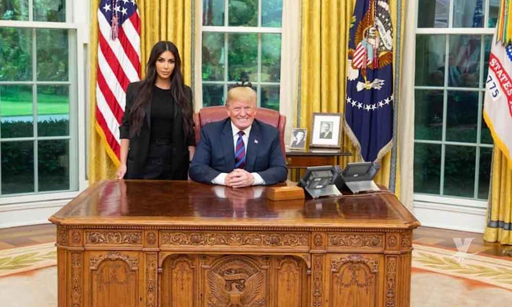 Kim Kardashian visita la Casa Blanca y se presenta como abogada de una abuela detenida