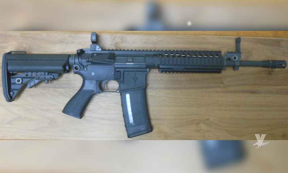 Roban rifle M4 a un escolta de la primera dama de Ensenada