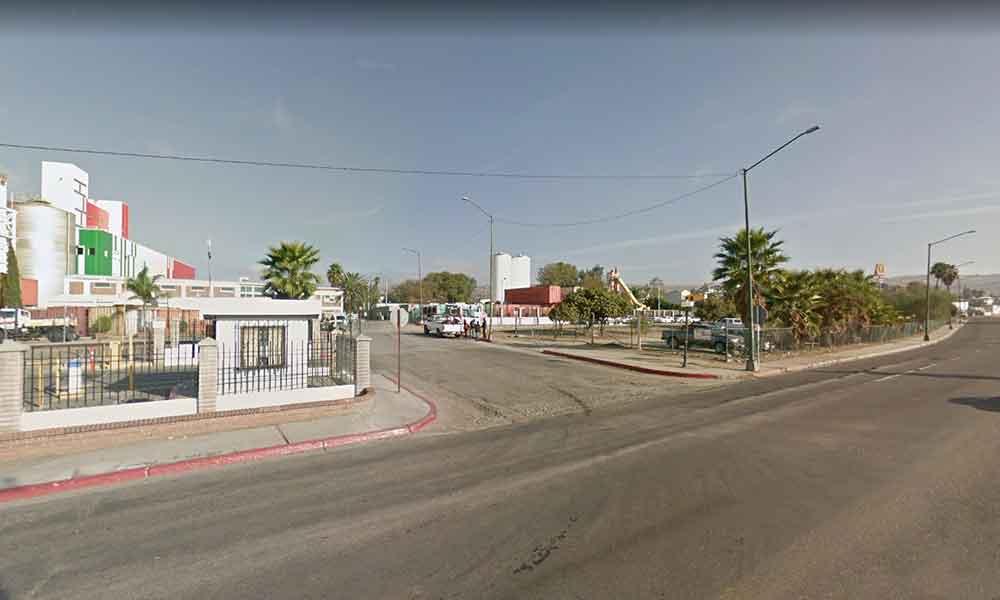 Cierran vialidad por mantenimiento en Tecate