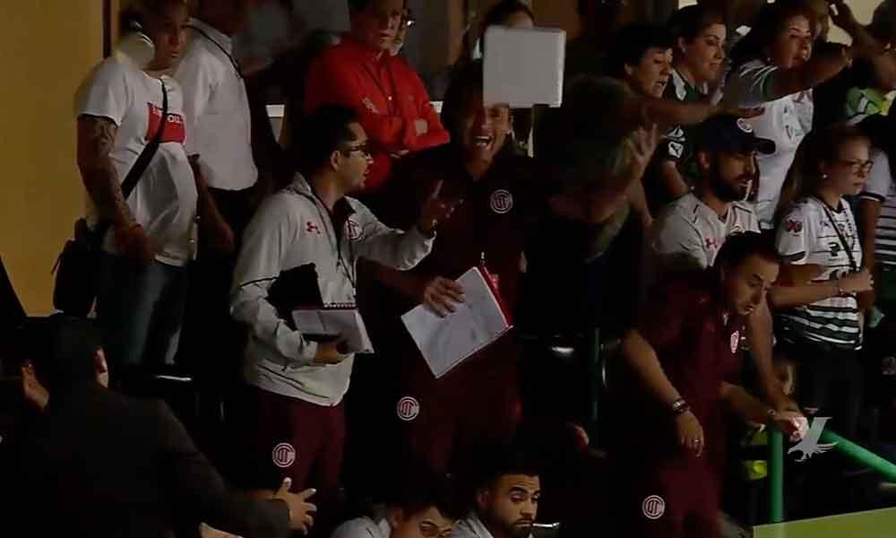 (VIDEO) Fanáticos de Santos arrojaron cerveza al palco de la directiva de Toluca durante la final
