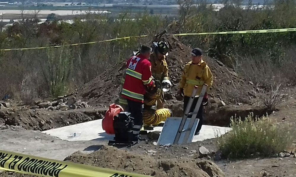 Trabajador muere al caer en una fosa en Ensenada