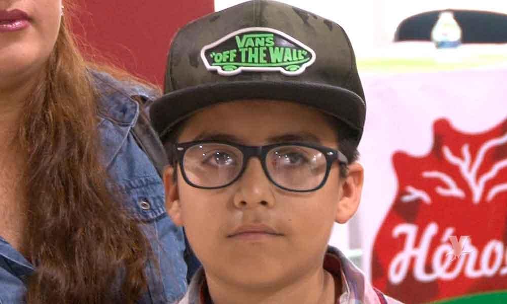 (VIDEO) Niño perdió la vista jugando con botellas de vidrio en Ensenada y ahora necesita ayuda