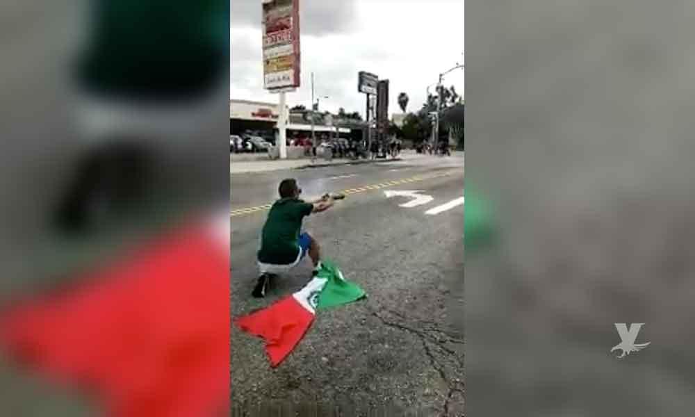 (VIDEO) Aficionado del 'Tri' que lanzó cohetes durante una celebración en contra de oficiales de policía en Los Ángeles es condenado a 27 años de prisión