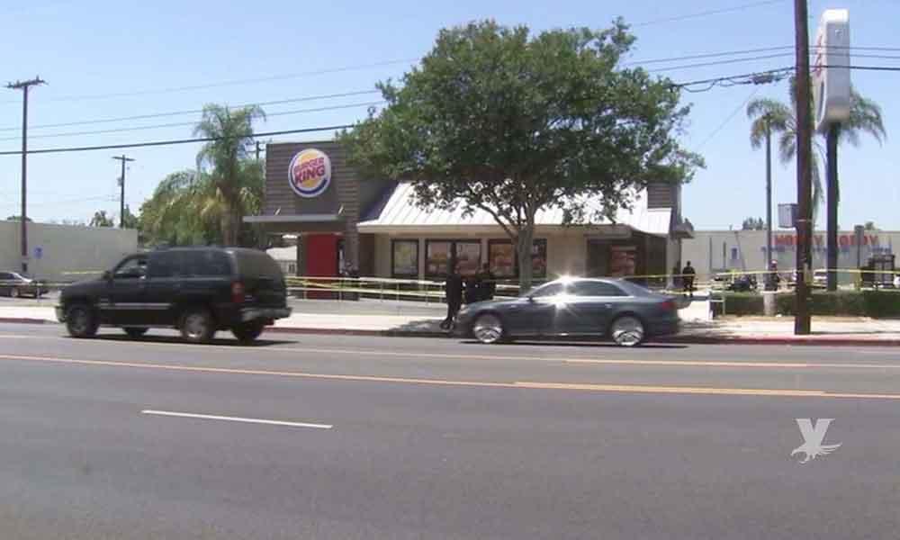 Anciano fue apuñalado en la cara mientras comía dentro de un Burger King en California