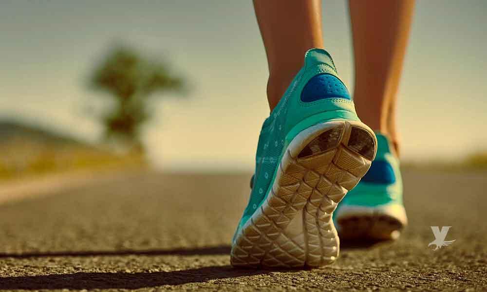 ¿Se puede bajar de peso saliendo a caminar por las tardes?