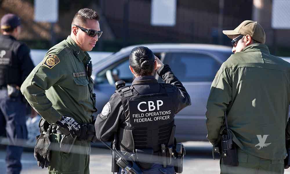 "Dos estadounidenses fueron detenidos por ""polleros"", trasladaban a 4 indocumentados en California"