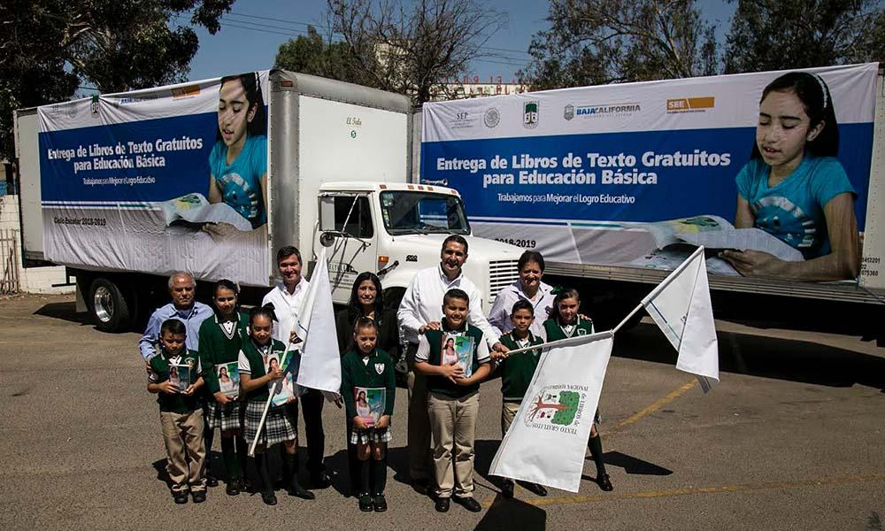 Dan banderazo para la distribución de libros de texto gratuitos en Baja California ciclo (2018-2109)
