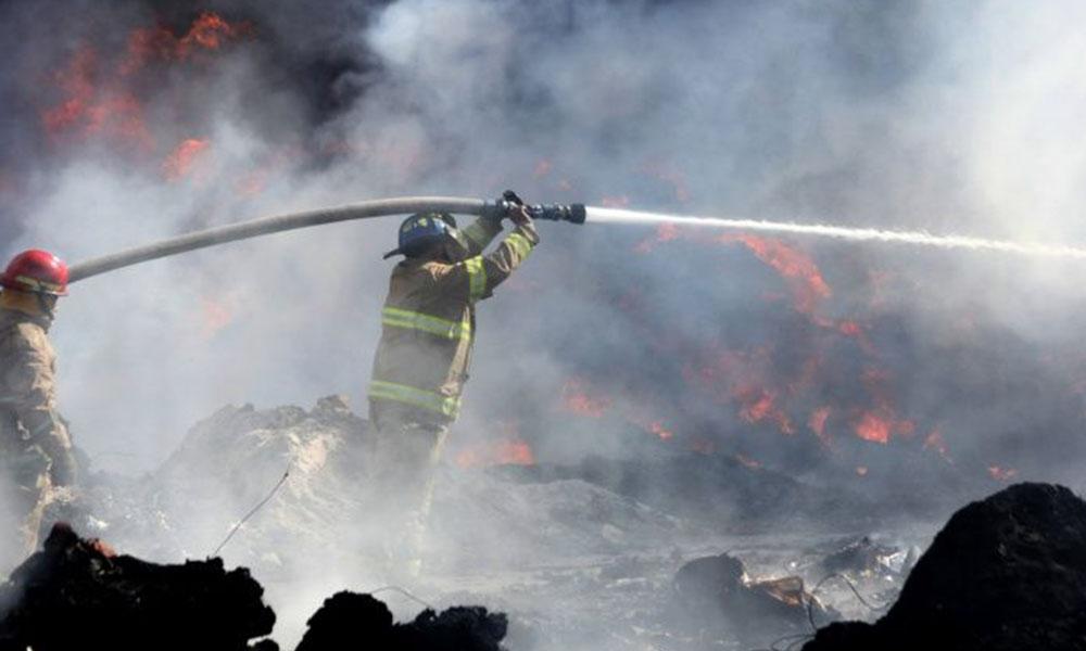 Fuerte incendio deja daños totales en restaurante de Playas de Tijuana