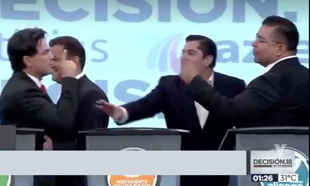 """(VIDEO) """"Pato"""" Zambrano amenazó a candidato en pleno debate por la alcaldía de Monterrey"""