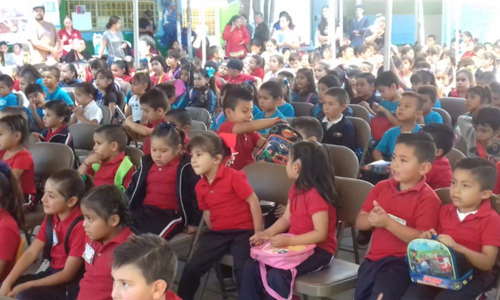 Alumnos de preescolar participan en la 17ma edición del bazar del libro en Tecate