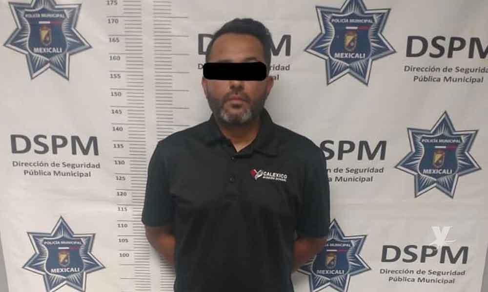 Director de escuela es detenido por posesión de droga y liberado minutos más tarde en Mexicali