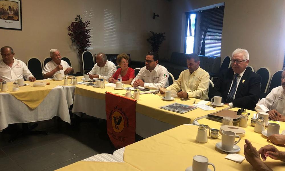 Expone Secretario del Ayuntamiento ante Grupo Madrugadores de Tecate