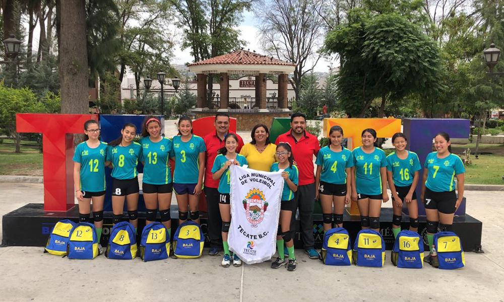 Alcaldesa abandera a selectivo femenil de voleibol; representarán a Baja California en Torneo Nacional en Irapuato