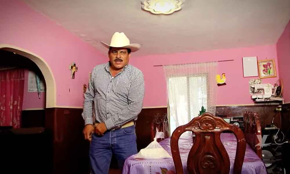 (VIDEO) Ex alcalde deja la política para protagonizar narcocorridos