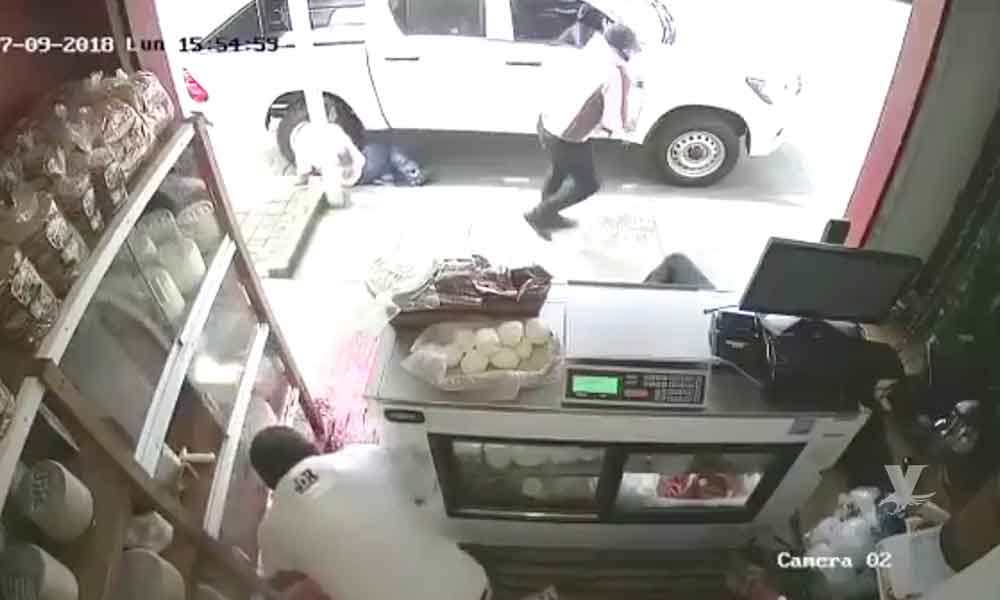 (VIDEO) Asaltante asesina a 3 empresarios aguacateros para robarlos en Michoacán