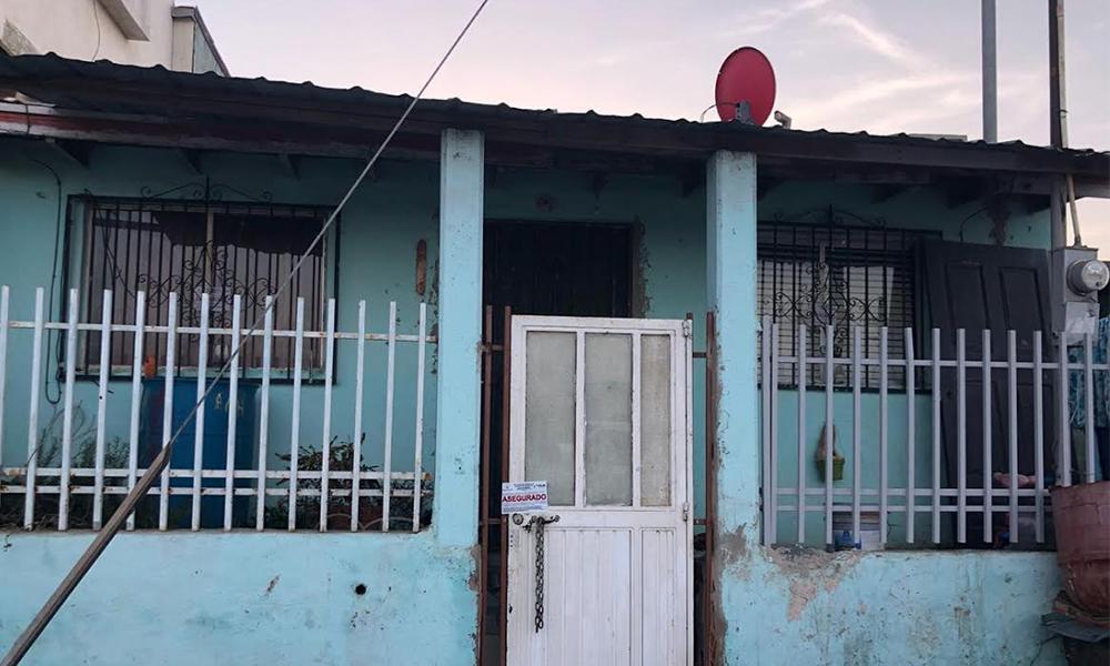 Aseguran a dos personas tras cateo de domicilio en Ensenada