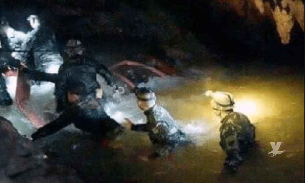 Inician clases de buceo para ayudar a salir a los niños futbolistas desaparecidos en una cueva