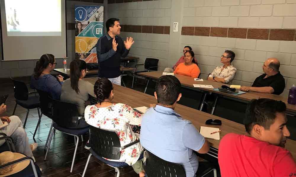 Capacitan a emprendedores en Tecate