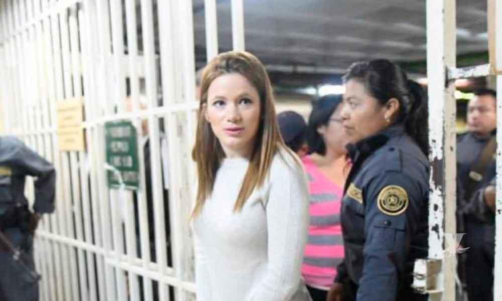 Mujer dejó su trabajo de Guardia Penitenciaria para dedicarse al cine para adultos