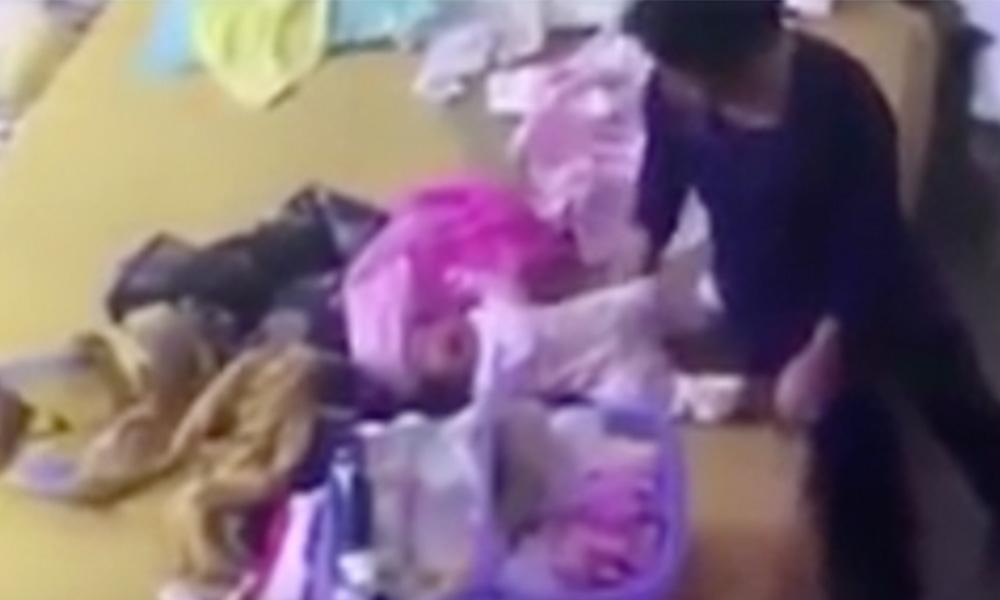 Causa indignación niñera que golpea a recién nacido (VIDEO)