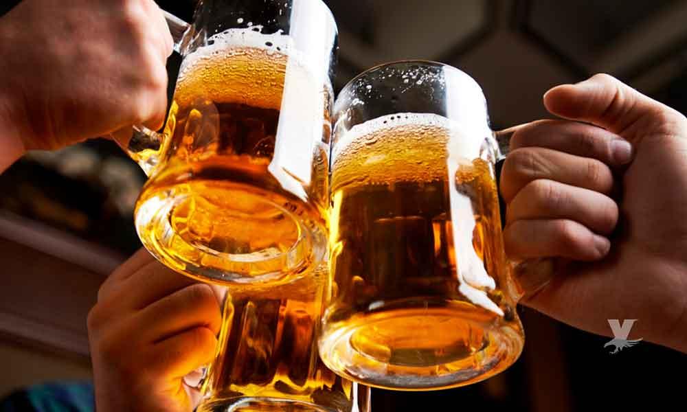 Para vivir más de 90 años es necesario beber vino o cerveza: Estudios