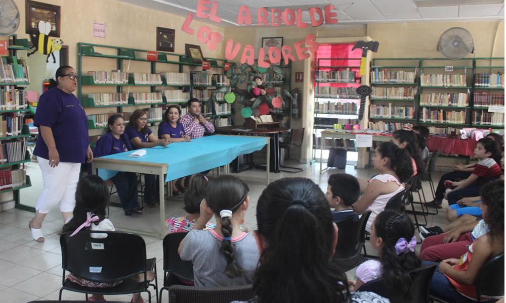 """Clausuran con exposición el curso """"Mis Vacaciones en la Biblioteca 2018"""" en Tecate"""