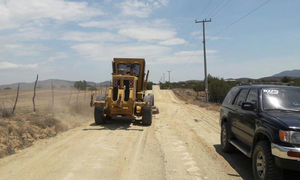 Cumplen compromiso y rehabilita caminos vecinales usados en la ruta de la Baja 500 y 1000