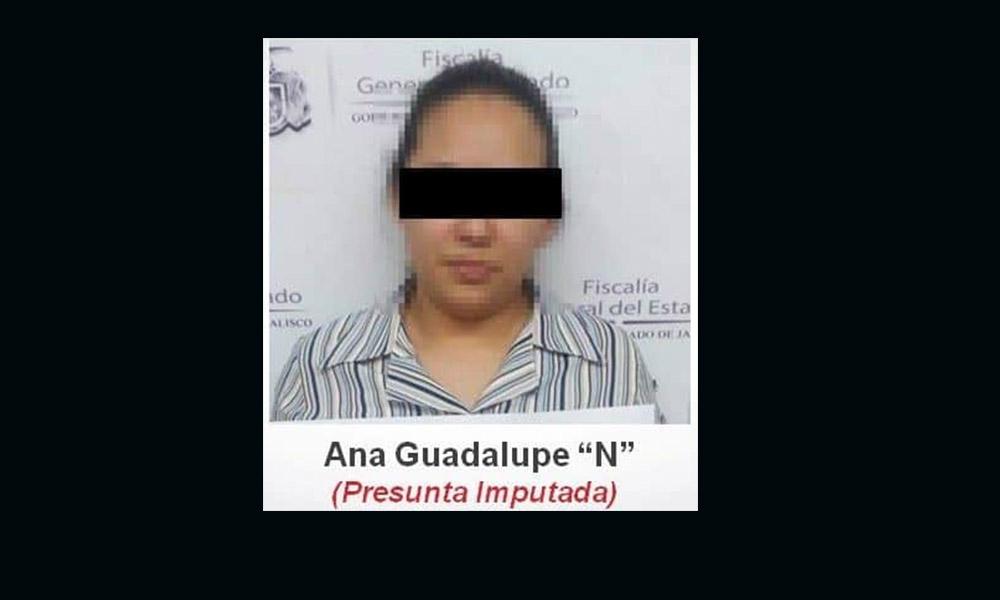 Arrestan a maestra de kínder por abusar de un menor