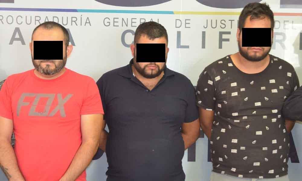 Detienen a tres sujetos dedicados a robar con violencia comercios en Tijuana