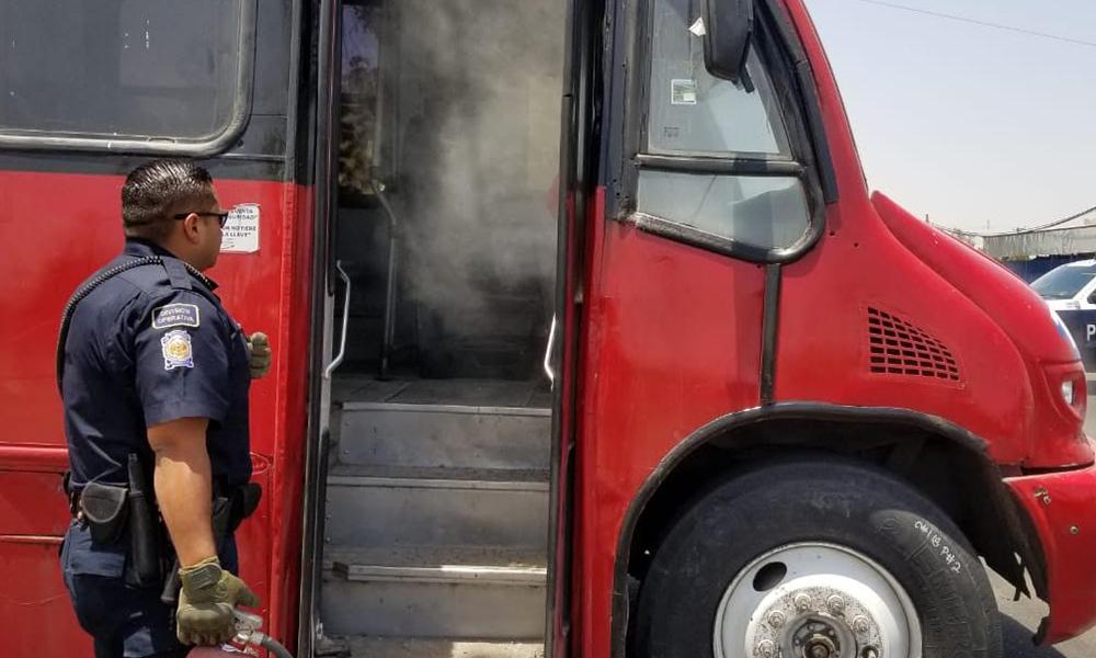Evacúan a pasajeros de un camión que se incendió en Tijuana