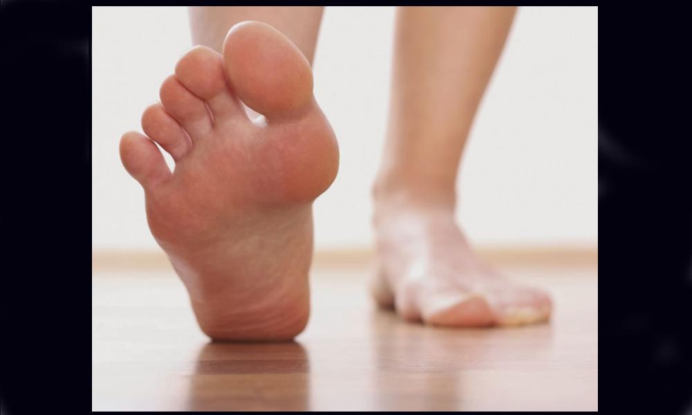 Exhortan a tomar medidas preventivas para evitar el contagio del pie de atleta en Baja California
