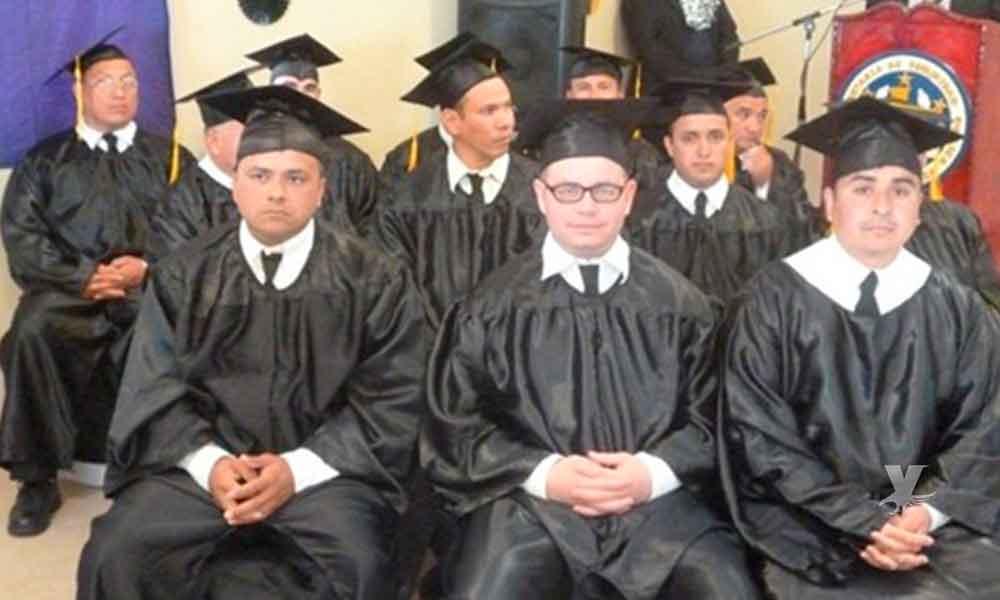 14 internos del penal El Hongo en Tecate se gradúan de bachillerato