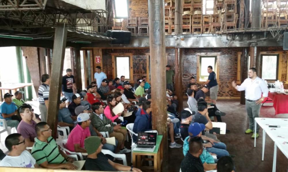 Imparten curso para reforzar la atención de calidad al cliente en Playas de Rosarito