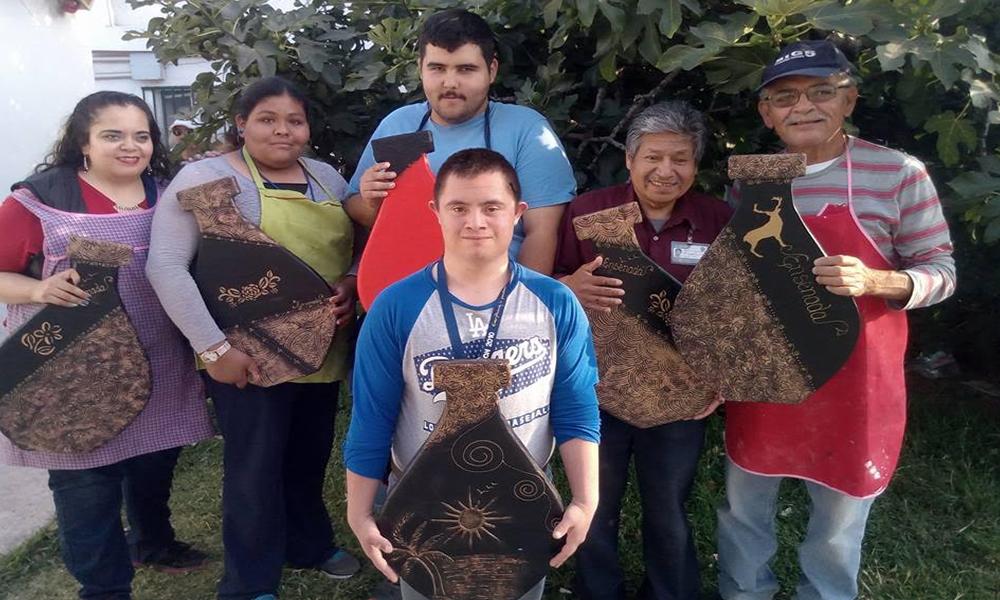 Imparten curso a personas con capacidades diferentes en Ensenada
