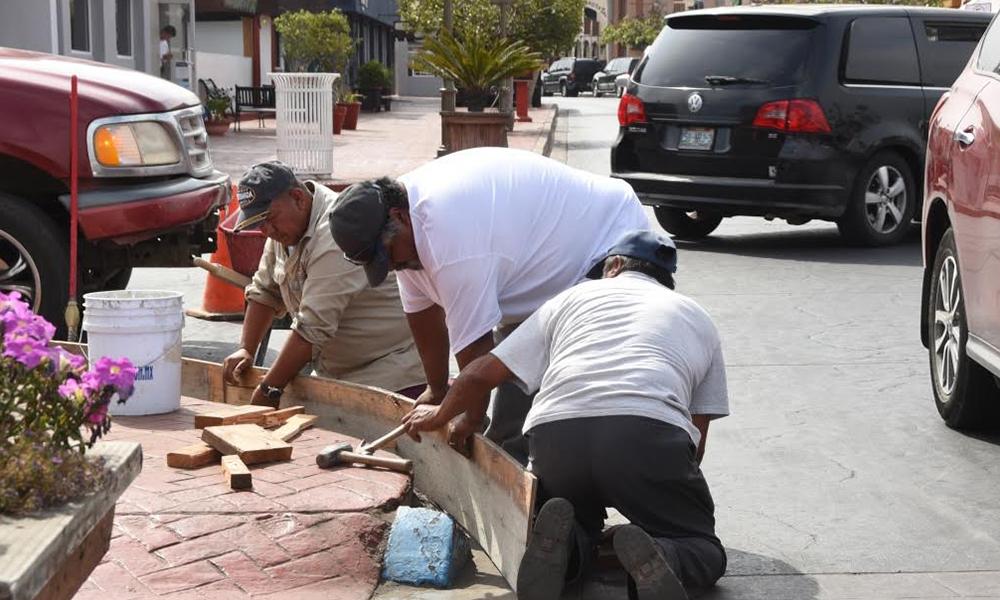 Informan renovación de los cordones y banquetas en calle Primera en Ensenada