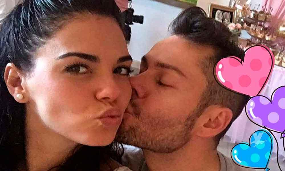 Livia Brito le pidió matrimonio a su novio en playas de México