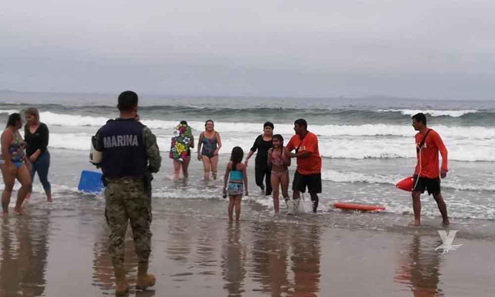 Elementos de la Marina rescatan a dos menores a punto de ahogarse en Ensenada