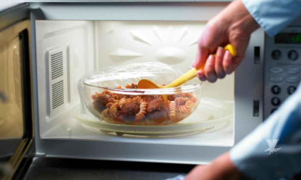 ¿Pierden nutrientes los alimentos calentados en el microondas?