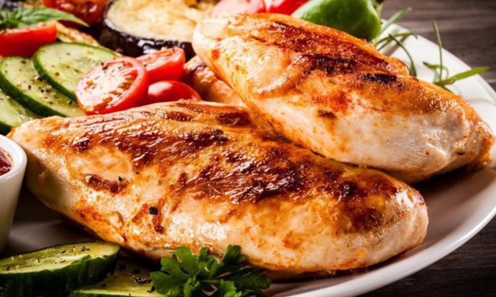 Muere mujer 36 horas después de haber comido pollo en un restaurante
