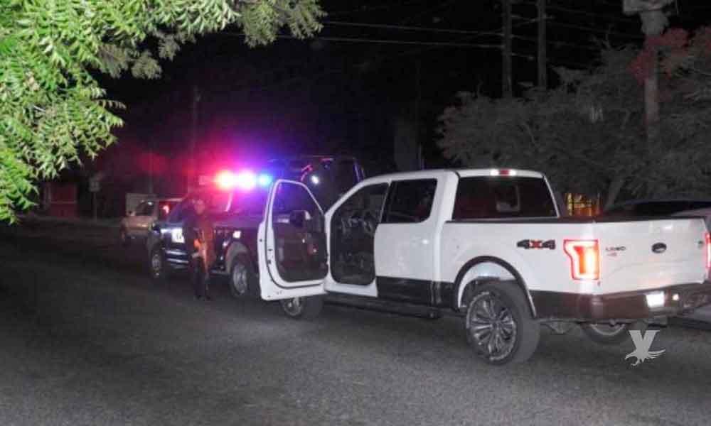 Mujer choca contra patrulla, intentaba liberar a su novio que fue detenido por manejar en estado de ebriedad