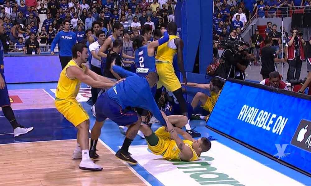 (VIDEO) Salvaje pelea en un juego de basquetbol en eliminatorias para el mundial