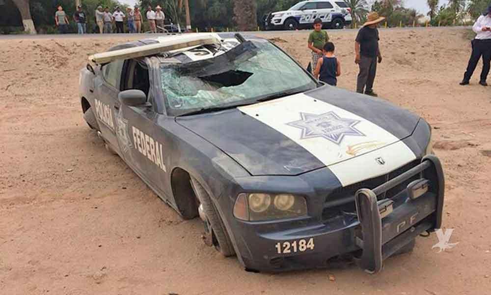 Policía Federal en persecución sale del camino y termina volcando cerca del aeropuerto