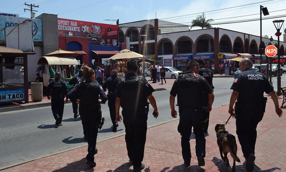 Realizan operativo de seguridad turística y de información para comerciantes ambulantes en Ensenada