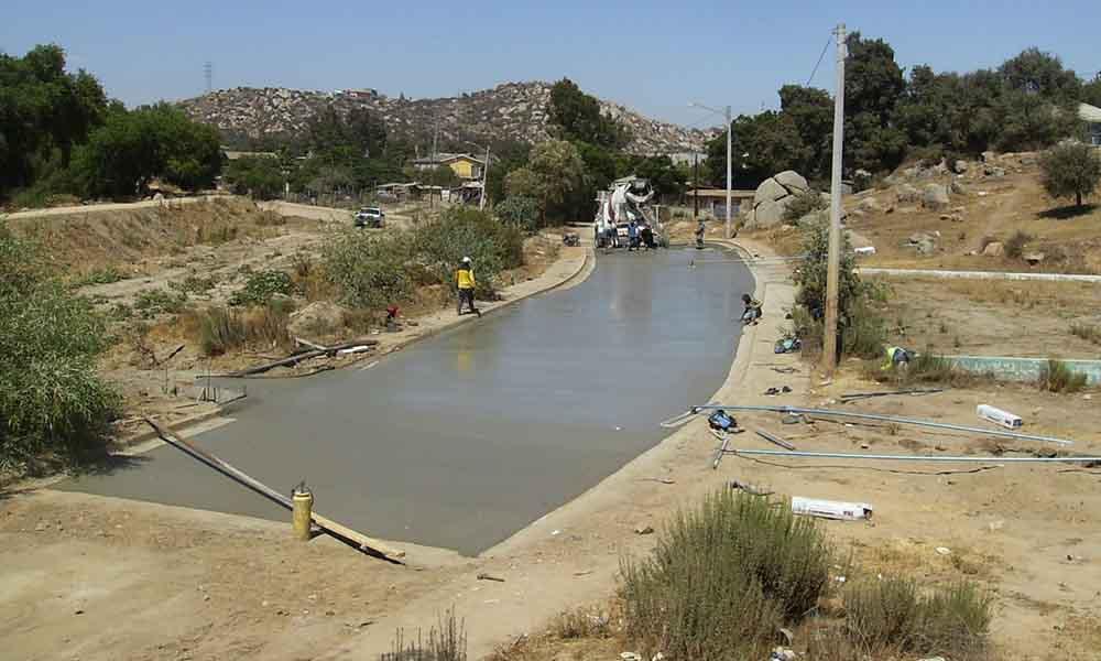 Realizan pavimentación en el Fraccionamiento Rincón Tecate
